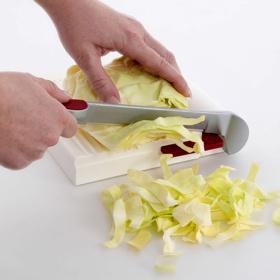 fromarext schneidet salat